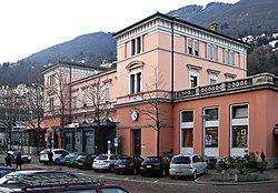 Empfangsgebaeude Bahnhof Locarno CH 20110101.jpg