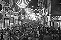 Enorme drukte in de Kalverstraat tgv de koopavonden voor St Nicolaas, Bestanddeelnr 911-8368.jpg