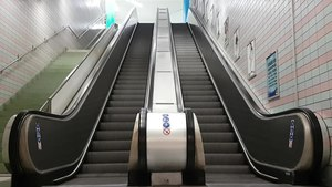 Fil:Escalator Södra station 2019.webm