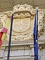 Escudo republicano español situado en la fachada de la Delegación de Economía y Hacienda de Ávila.jpg