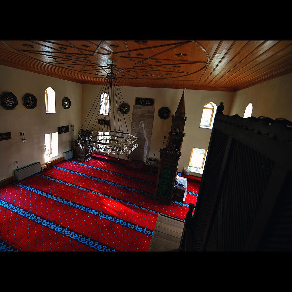 https://upload.wikimedia.org/wikipedia/commons/thumb/4/44/Esmahan_Sultan_Mosque_in_Mangalia.jpg/1024px-Esmahan_Sultan_Mosque_in_Mangalia.jpg