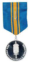 Forsvarets fortjenestemedalje i sølv med svärd.jpg