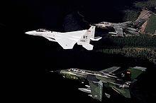 1987: formazione di un F-15C USAF (l'aereo con le lettere