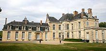 Schloss Cirey, links der von Voltaire angebaute Bibliotheksflügel (Quelle: Wikimedia)
