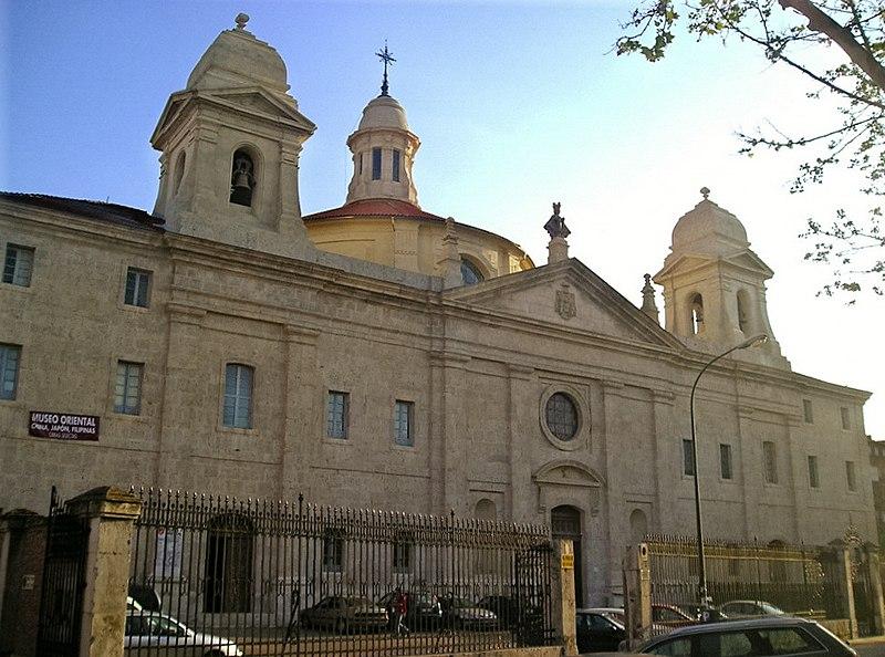 Archivo:Fachada principal del Convento de los Agustinos Filipinos, Valladolid. Obra de Ventura Rodríguez.JPG