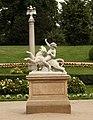 Figura w ogrodzie w łańcucie p.jpg