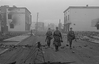 Lapland War - Finnish troops in the ruins of Rovaniemi