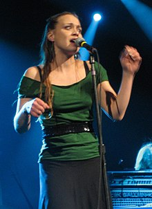 Fiona Apple performing.