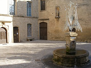 http://upload.wikimedia.org/wikipedia/commons/thumb/4/44/Fontaine%2C_Grambois_%28Vaucluse%29.jpg/320px-Fontaine%2C_Grambois_%28Vaucluse%29.jpg