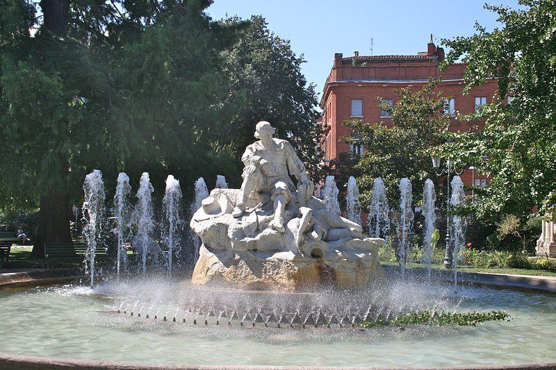 File:Fontaine de la place Wilson.jpg