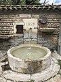 Fontaine de la rue Centrale (Beynost, France).JPG