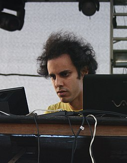 Four Tet performing in 2011 in Los Angeles, California Four Tet (2011) (cropped).jpg