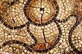 Fragmentaire geometrische vloermozaiek in kalksteen en terra sigillata, afgeboord met opus spictatum in terracotta, 70 tot 175 NC, vindplaats Tongeren, Hondsstraat, 1989-1990, collectie Gallo-Romeins Museum Tongeren, GRM 2848.jpg