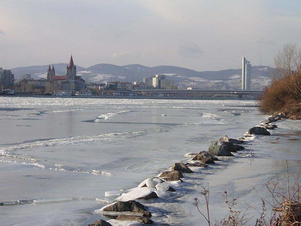 Frozen Danube Reichsbrücke