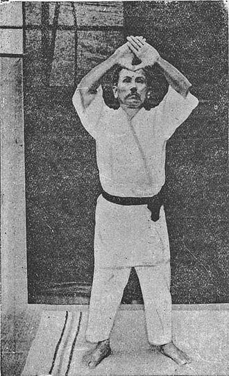 Shotokan - Gichin Funakoshi executing Kanku dai (観空大) kata