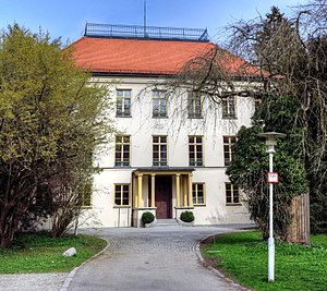Schloss Fußberg - Image: Gauting, Schloß Fußberg 2012