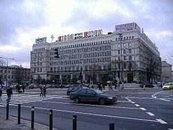 """Centrum Bankowo-Finansowe """"Nowy �wiat"""". W latach 1991-2000 budynek mie�ci� Gie�d� Papier�w Warto�ciowych w Warszawie. Do 1990 r. siedziba Komitetu Centralnego PZPR - """"Dom Partii"""""""