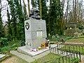 Grave of Karl Marx Highgate Cemetery in London 2016 (03).jpg