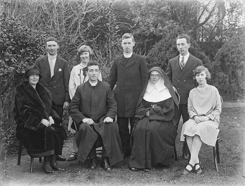 File:Group picture for Burke family marking ordination, Ireland, 1926 (6476240393).jpg