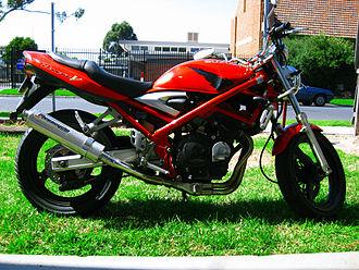 Suzuki Bandit series - 1995 Suzuki GSF250V with modified exhaust.