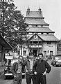 Három férfi és a SZOT üdülő (ma- Pagoda Pihenő Panzió). Fortepan 16420.jpg