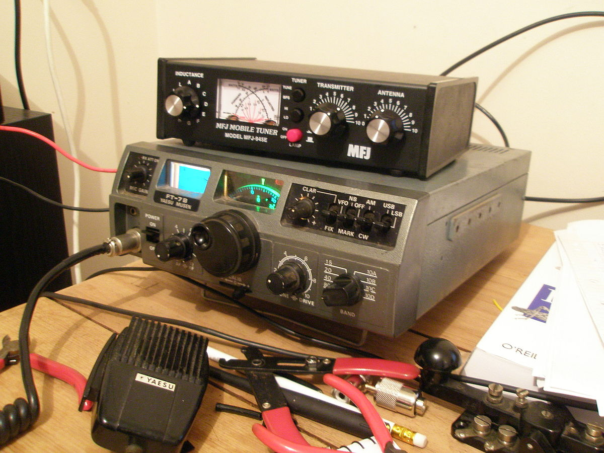 1200px HF_Base_Station_%282409139819%29 yaesu ft 7(b) wikipedia  at mifinder.co