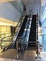 HK Central QRC 第二代陸海通大廈 LHT Tower Jan-2012 mall escalators.jpg