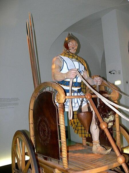 File:Hallein Keltenmuseum - Streitwagen 2.jpg