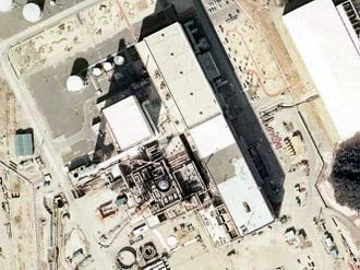 Hamaoka Nuclear Power Plant - A view of construction of Unit 2 from the air (1975). Unit 1 is in operation to the side of it. Copyright National Land Image Information (Color Aerial Photograph), Ministry of Land, Infrastructure and Transport.