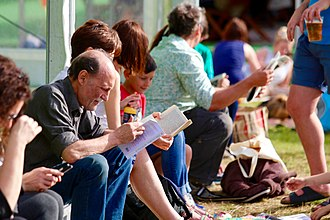 Hay Festival - Hay Festival crowds reading between sessions