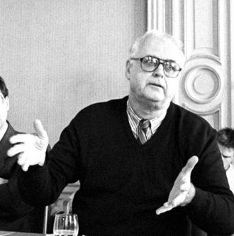 John Hejduk - John Hejduk during a lecture, Prague, 6 September 1991.