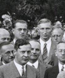 Hilsch Scherzer Hückel 1935 Stuttgart.jpg