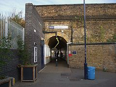 Hither Green stn western entrance.JPG