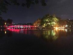 Hoan Kiem Lake at night 1.jpg
