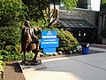 Hofstra University, Jefferson statue.jpg
