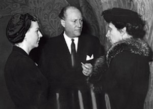 Florence Stephens - Florence Stephens (on the right) with Prince Carl Bernadotte and his wife Ann Larsson during the trial in 1957.