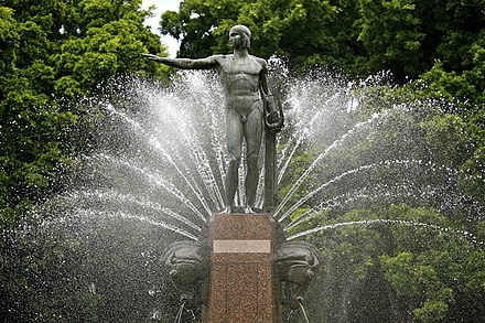 Archibald Fountain in Hyde Park. The fan of water jets represent the rising of the sun. Hyde Park Fountain, Sydney (6604859529).jpg