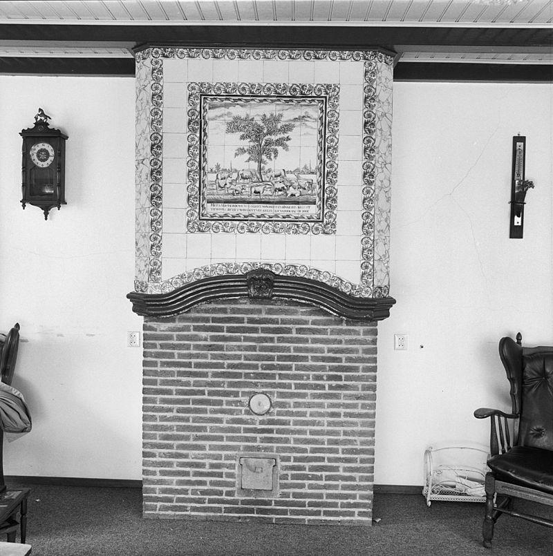 Boerderij met woongedeelte onder rieten wolfdak rechts een onderkelderde opkamer hoger for Interieur 19e eeuw