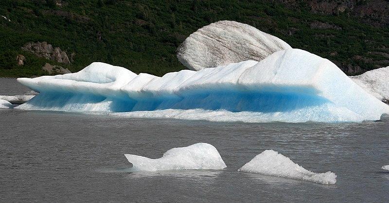 File:Iceberg on Spencer Lake (3758766904).jpg