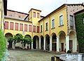 Imola, palazzo tozzoni, esterno, cortile 02.jpg