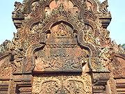Trang trí mặt trước của đền thờ khu trung tâm Banteay Srei