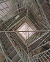 interieur- overzicht steigers tussen de drie werkniveaux (trappenhuis), foto recht omhoog - alkmaar - 20342293 - rce