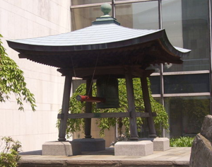 World Peace Bell Association - The Japanese Peace Bell at the UN headquarters in New York, the first bell donated by the World Peace Bell Association