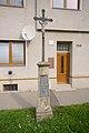 Kříž před domem Vrahovická 139, Vrahovice, Prostějov.jpg