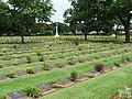 Kanchanburi war cemetery 2 - panoramio.jpg