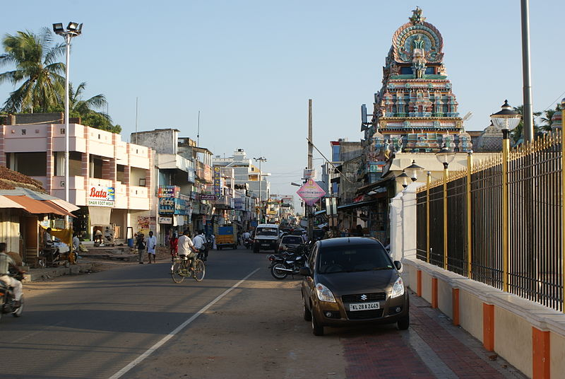 File:Karaikal main road.JPG