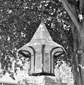Kerkhofmuur, smeedijzeren lamp met glas in loodvullingen - Schaijk - 20330706 - RCE.jpg
