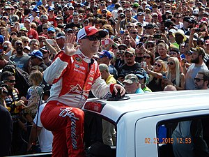 2015 Quicken Loans Race for Heroes 500 - Kevin Harvick left Phoenix as the points leader.