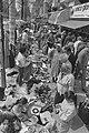 Koninginnedag 1986 vrijmarkt in Amsterdam drukte op Ceintuurbaan, Bestanddeelnr 933-6426.jpg