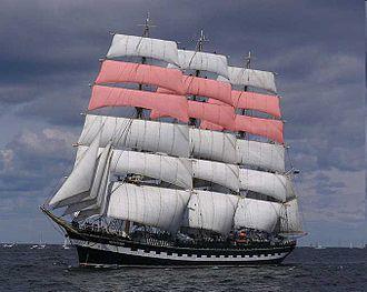 Topgallant sail - Topgallant sails in pink.